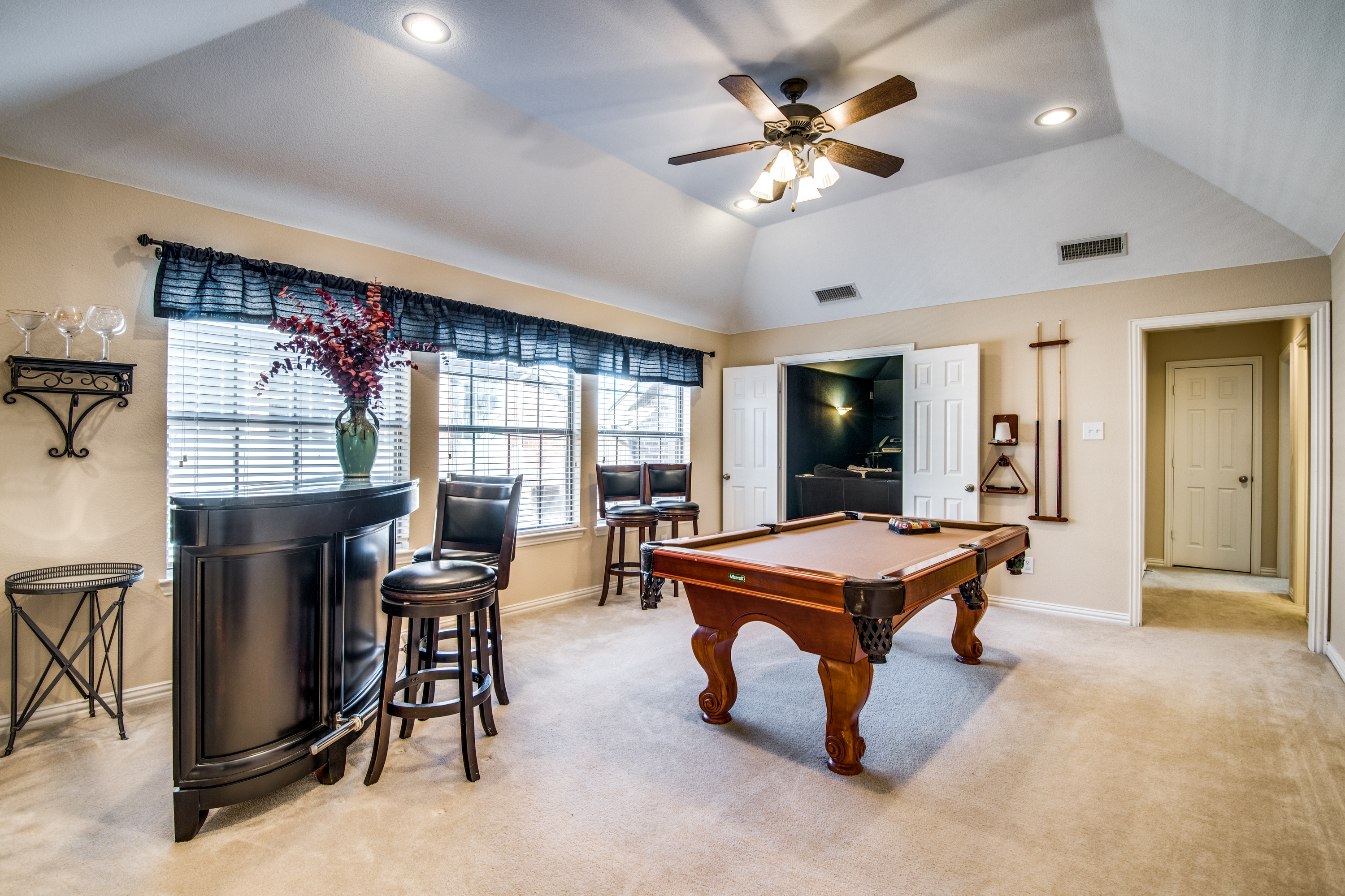 2756 Barnhill Lane game room